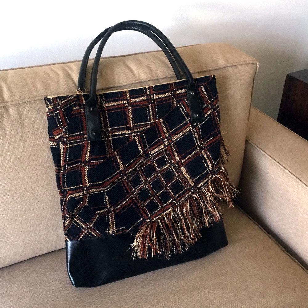 bag-square-black-&-gold.jpg