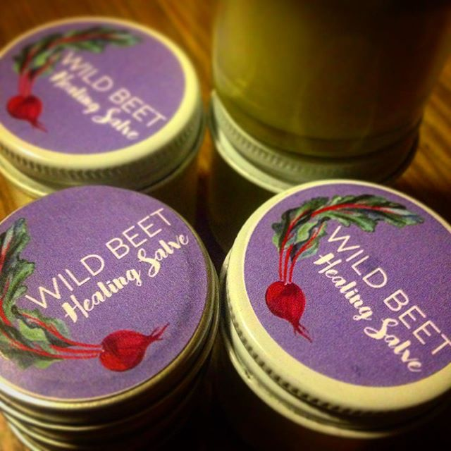 Come get some healing salve at the Glenwood Sunday Market this Sunday! Steeped herbs for 2 moon cycles to make this baby. Comfrey, calendula, yarrow from @chicagopatchworkfarms, and plantain. Thanks to @mollyccostello for the beautiful label! #salve #local @glenwoodsunday