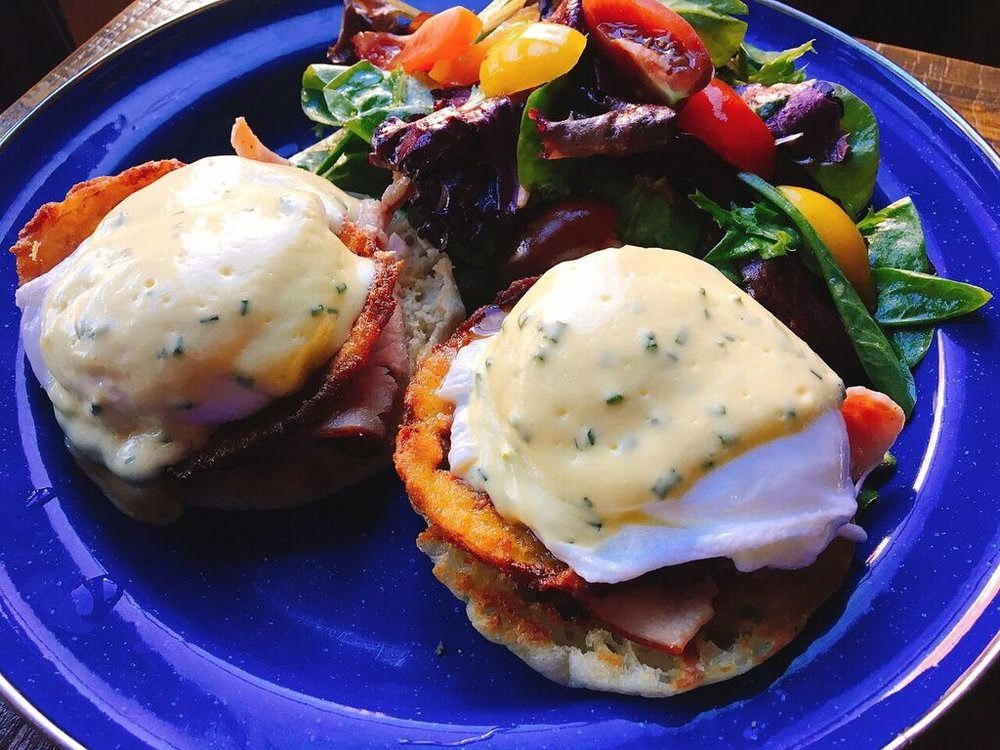 Super Sized Brunch - In addition to serving traditional weekend brunch from 10 a.m. to 4 p.m. on Saturday and Sunday, this 14th Street standby now offers brunch from 11 a.m. to 4 p.m. on Friday, uniting comfort foods and lunch dishes under its new chef Joel Hatton. Options include biscuits and sausage gravy with two eggs any style, a crispy brisket barbacoa with slow poached egg, grits, feta, pico de gallo, and crispy tortilla, and a Buffalo cauliflower po'boy sandwich. Add bottomless bacon to any brunch entree, salad, or sandwich for $10. DC EATER
