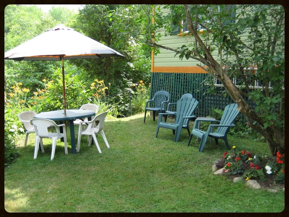 03 Garden sitting area.JPG