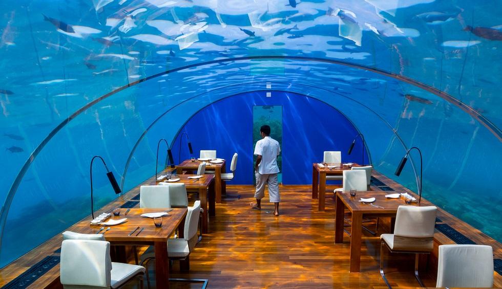 underwater-restaurant-hurawalhi.jpg
