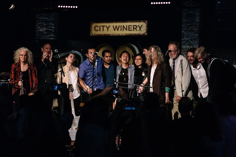 Gathering for Nepal and Beyond at City Winery: final bow with everyone after the finale