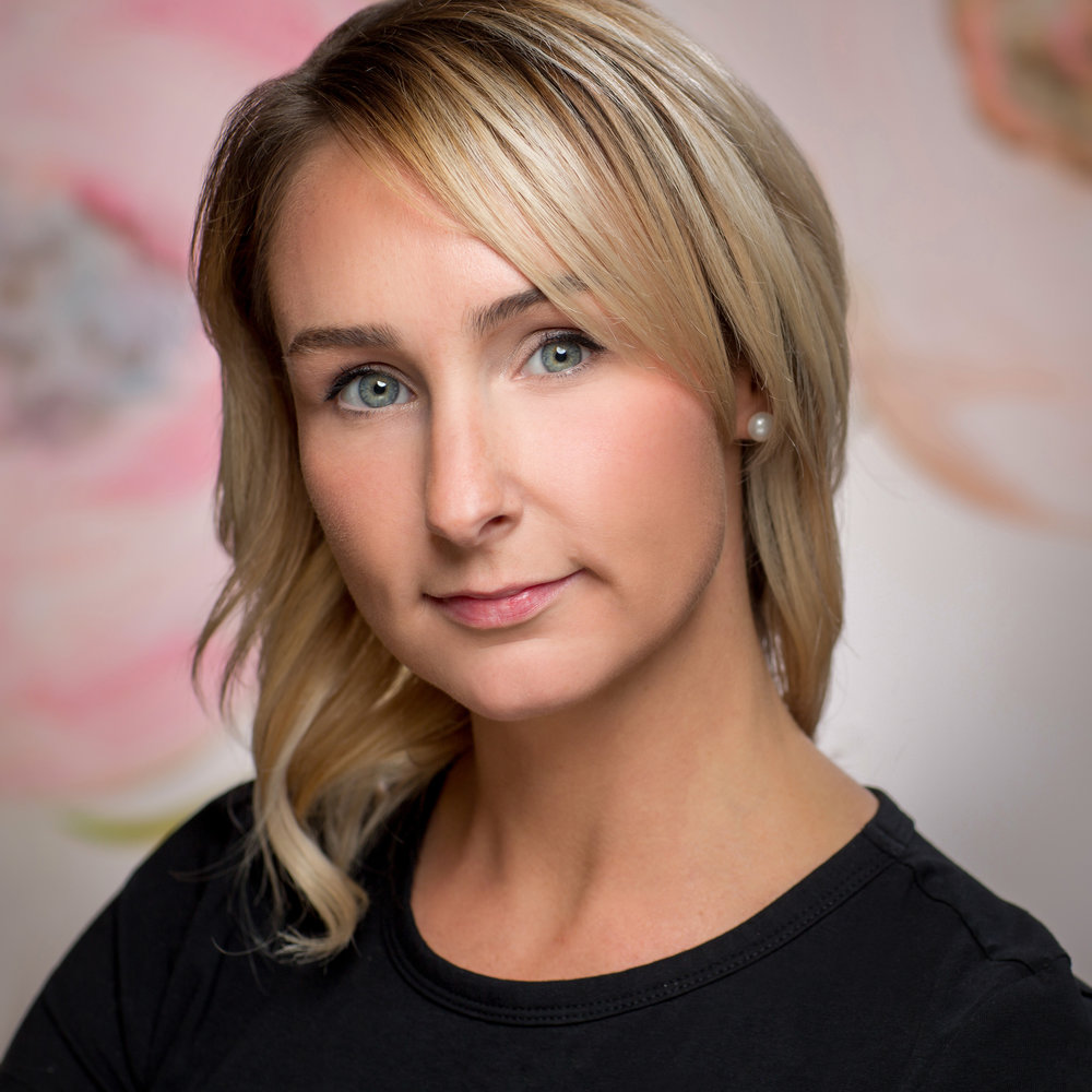 Erin Latour - Formal stylist