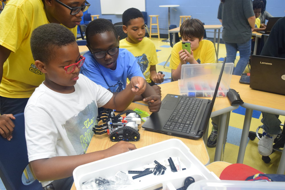 Students work together to build their robot