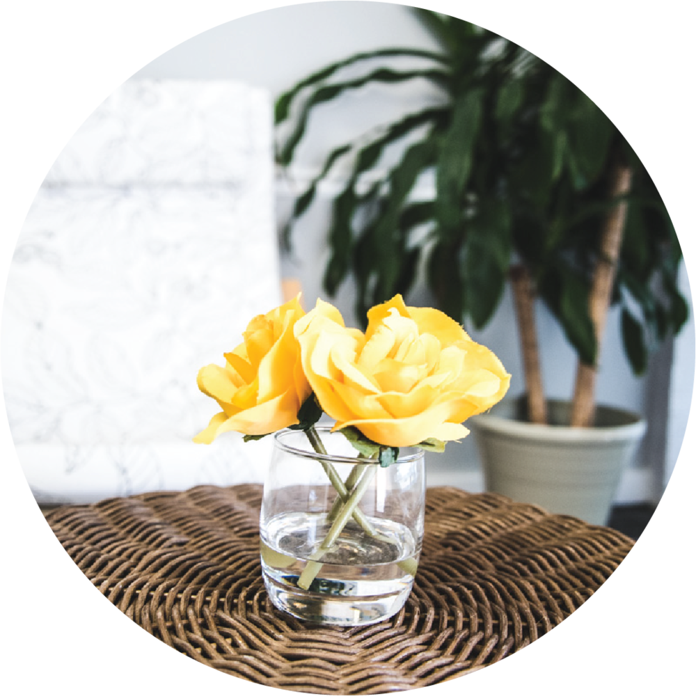 Yellow Flower Table_Circle-01.png