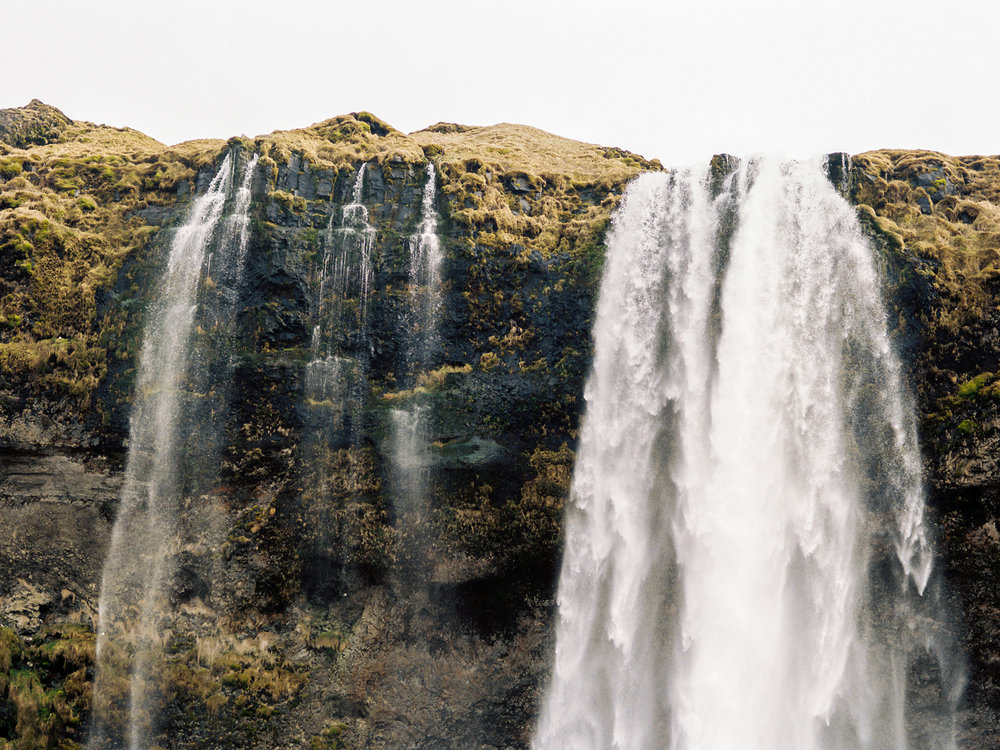 iceland Seljalandsfoss waterfall.jpg