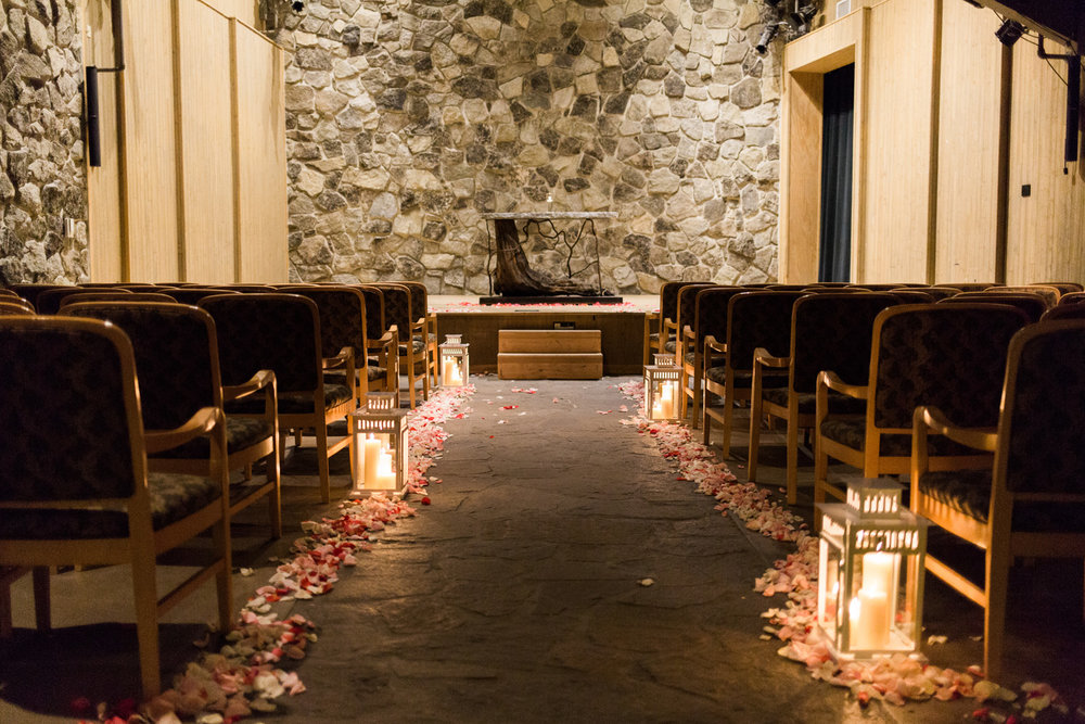 Sleeping Lady Mountain Resort in Leavenworth Winter wedding photography in the Salmon Gallery