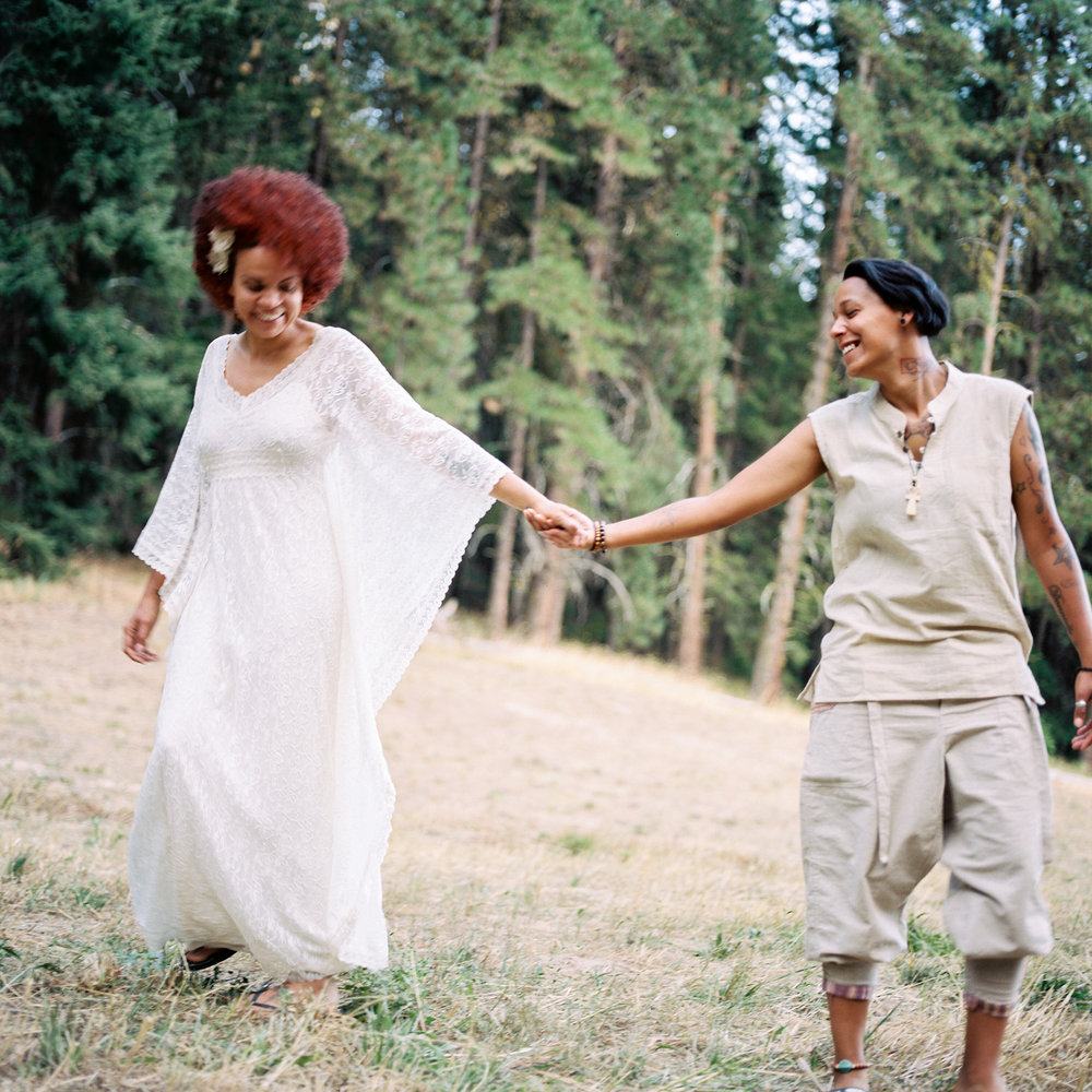 boho inspired same sex wedding photography in leavenworth washington.jpg