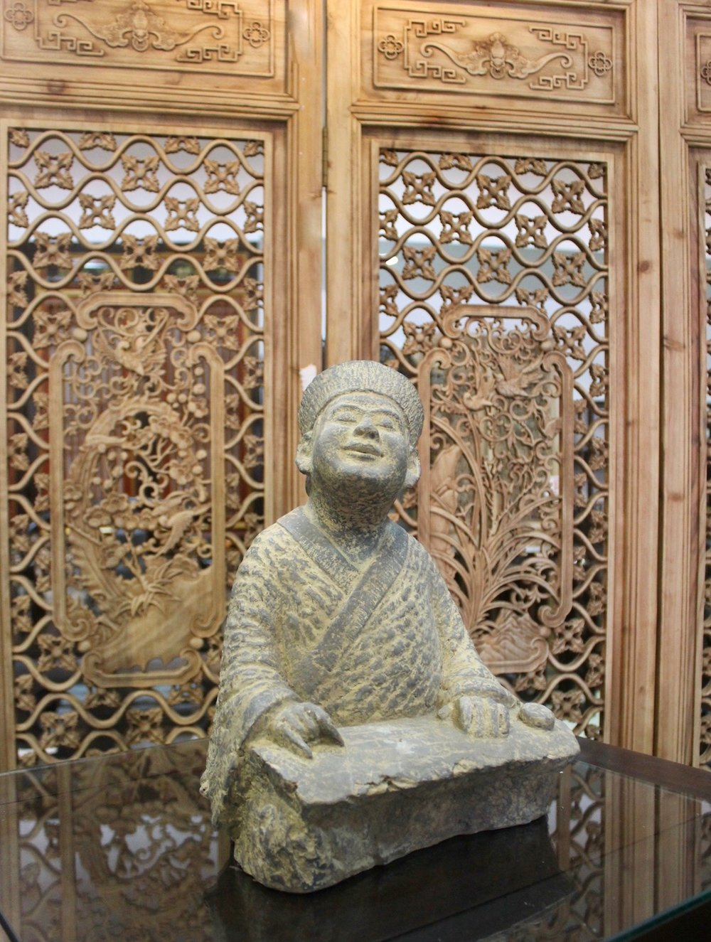 Stone zither player (reproduction)