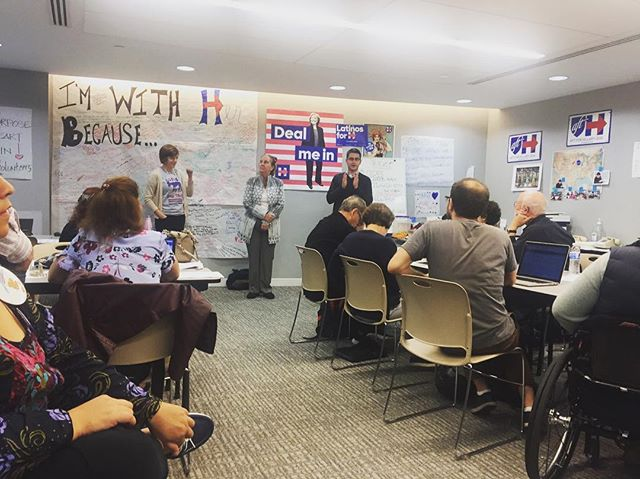 Manhattan Borough President Gale Brewer spoke to the importance of New Yorkers turning out to support HRC at the UFT high school phonebank event. 📷: @ilanabana (NY)
