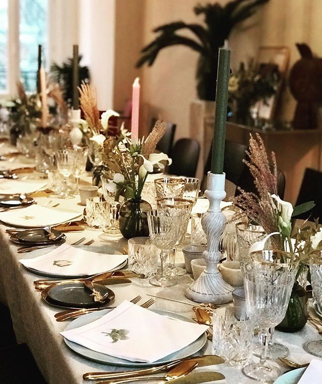 Materials and styling for a home dinner at the Prinsengracht. Cool napkins by the lady of the house. Beautiful flowers by @apbloem and #njammie menu by @sophie_eats #dinnerathome #privatedining #tablestyling #festivedinner #cichistylingandceramics