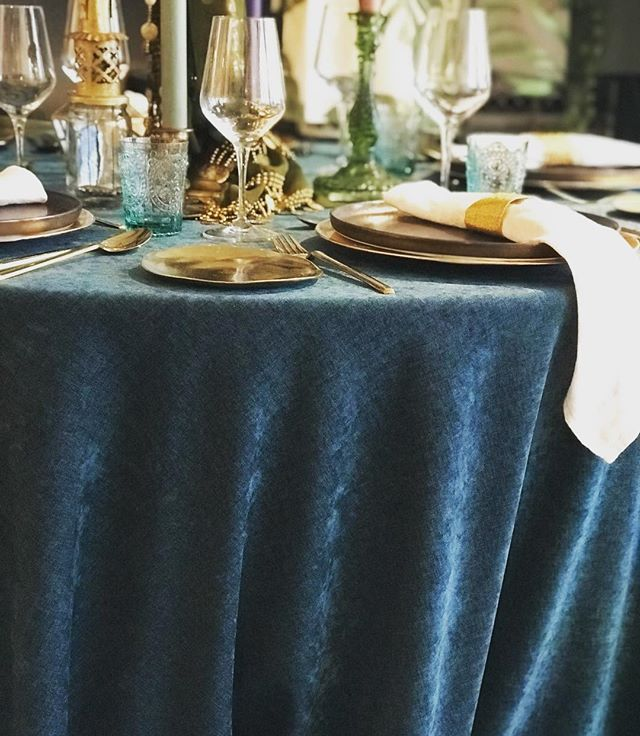 Velvet table linens.. #popupdinner #tablesetting #cichistylingandceramics