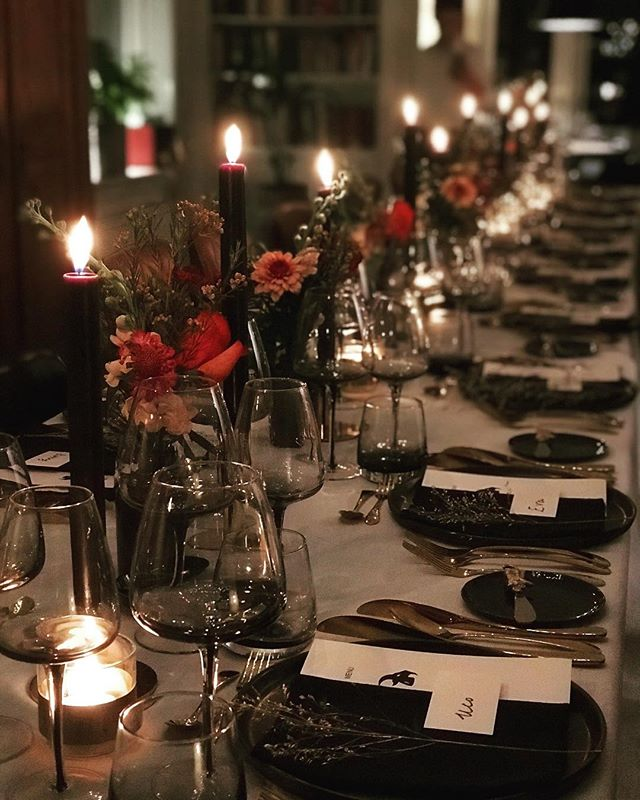 Taking care of planning and production of 50-year birthday dinner. From finding the right location, chef cook, taking care of materials, styling and flowers and setting it all up. Love to help create these special moments! #dinnerplanner #privatedining #dinnersetup #tableware #tablestyling