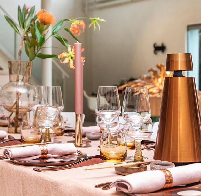 Presentation of the bronze collection of @bangolufsennl at the @vitra showroom. Styling with @moniquevanderreijden Love the #desert #colors from #pink to #terra to #amber and #bronze.. Cichi for tablestyling and materials.. we added some new to our collection.. glasses and vases.. ! Bronze bites and beautiful dinner so nicely done by @_elise_henry_  and organizers of @upr_nl Thanks you all, what a nice project! #bronzecollection #bangandolufsen #design #interior #catering #tablestyling #tableware #cichistylingandceramics