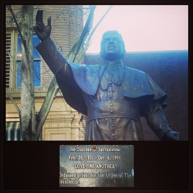 "Instead of going to the gym this morning I decided to run in Sacramento before I head home…beautiful city…ran across this cool statue of a bishop with a great legacy motto ""love one another""… that's truly a Godly message. Happy Sunday! #churchiswhereumakeit #happygirl #lsrbeautyteam #govcup #npc #mualife #glossagirl"