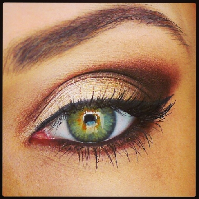This is a really pretty eye for a more natural stage look or more dramatic bride…funny how that works out! Lol