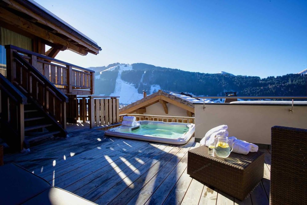 Chalet_Bouquetin_Hot_Tub_Day (lowlow).jpg