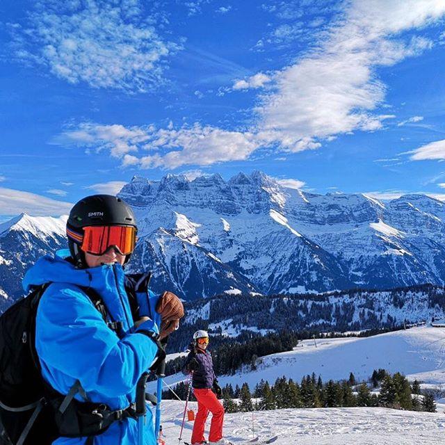 After lots of snow it's back to blue skies and sunshine...happy Friday! . . . . #tgski #mytgski #mountains #portesdusoleil #morzine #lovemorzine #skiing #ski #snowboarding