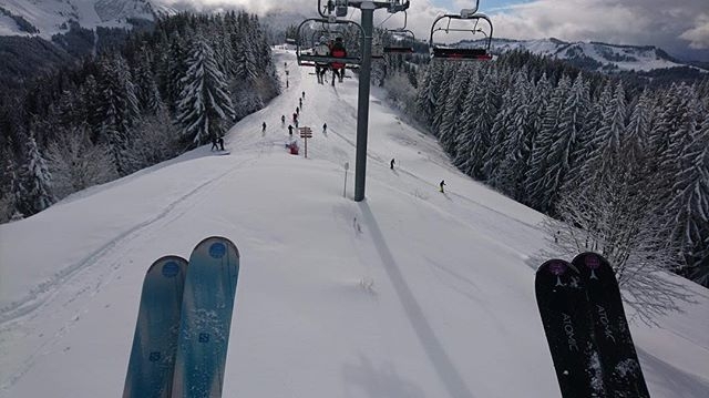Where to next?! . . . . #tgski #mytgski #powder #morzine #meribel #powder #chairlift #skidåkning #wintervacation #skiën #hiihto #skiløb #ski #sneeuw #wintersport #vakantie #лыжи #lovemorzine