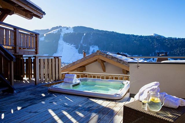 If you can picture yourself sat here in hot tub heaven then book a stay for the 6-10th March where Chalet Bouquetin is available by the room! Interested? Contact us today theteam@tgski.co.uk . . . . #tgski #mytgski #luxuryski #morzine #lovemorzine #hottub #skiing #ski #skibreak #weekendaway #holidayinspo #instatravel