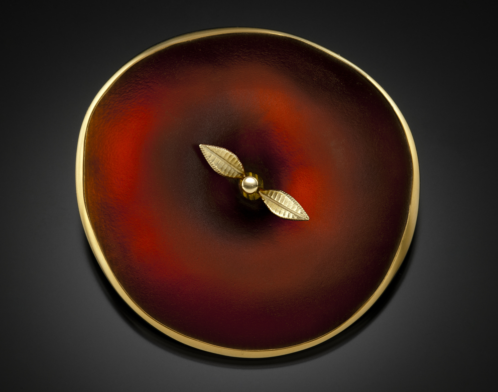 A cast glass and 18 karat gold brooch by American studio jeweler Donald Friedlich, to be shown by Hedone Gallery at GlassWeekend 2015.