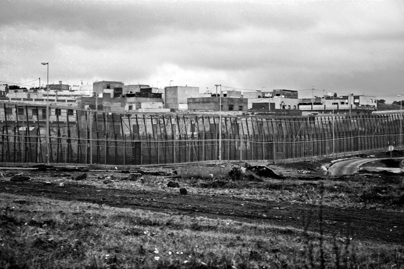 7_border_fence_spain_mellila_1207_BW_large.jpg