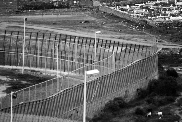 11_spain_border_fence_mellila_1207_BW.jpg