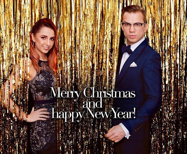 Happy holidays! ✨🍾 #merrychristmas #bestwishes #holidays #holidayseason #christmastime #timeoff #family #friends #powercouple #couple #instaholiday #festive #sparkle #greattimes