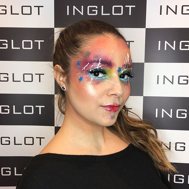 Finished look from my #creative #masterclasses with @inglotuk @inglot_cosmetics for @westthames_specialistmakeup students ✨🌈 #demo #work #fun #makeup #makeupartist #martynamua #training #colors #inglot #inglotoxfordstreet #wetlook #shiny #skin #glow #glowout #highlight #splash #duraline #gelliner #art #makeupaddict #makeuptutorial