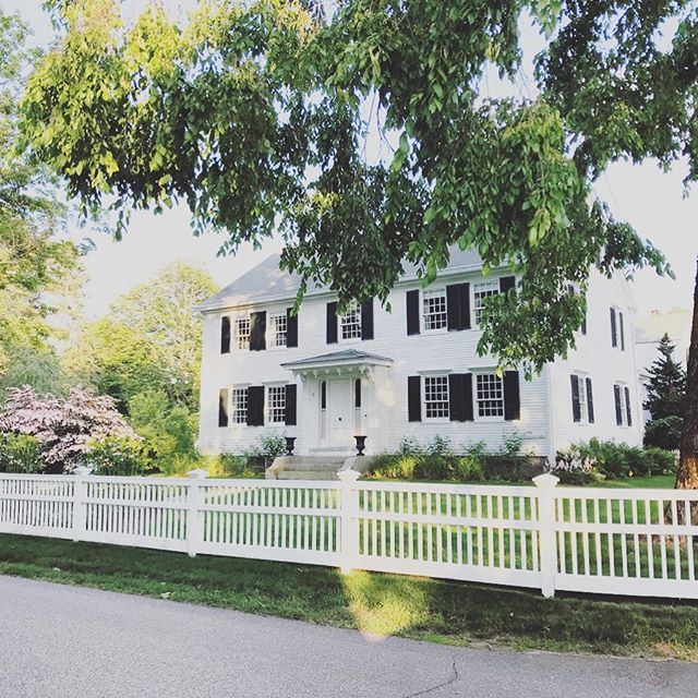Back to our regularly scheduled programming of perfection with #NewEnglandSummah 🌞 #whitehouseblackshutters