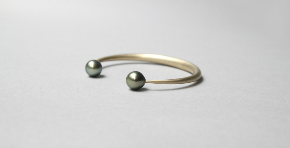 Open Bangle Gold with Tahitian Pearl