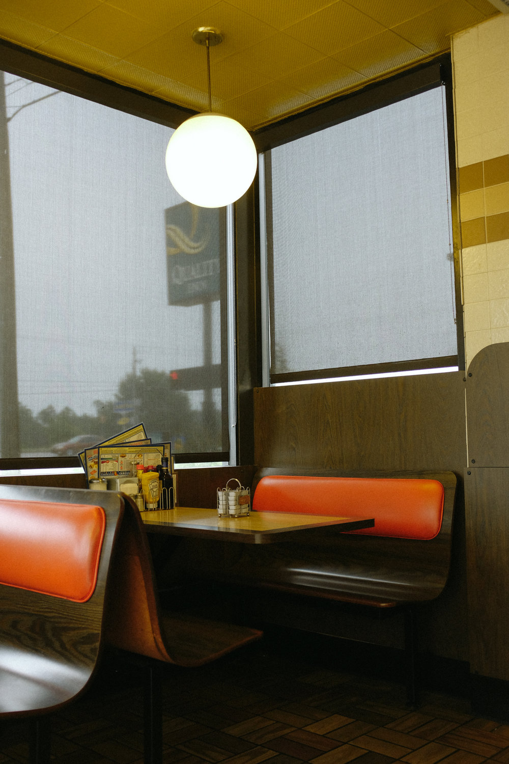 Empty booth at a Waffle House in Augusta, Georgia.   © Lonnie Webb