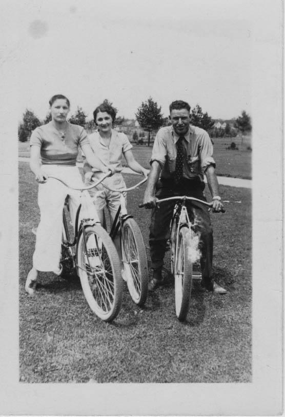 Grandpa Lonnie and Grandma Bluma with their cousin in the 30's
