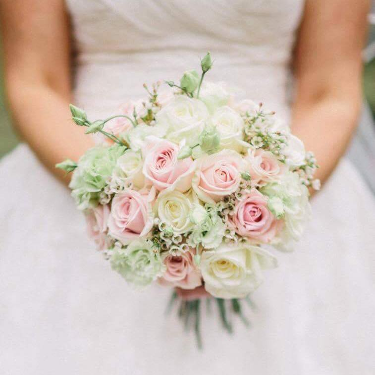 Luisa Pecchio Flowers Freelance floristry from Luisa. Beautiful creations and real attention to detail