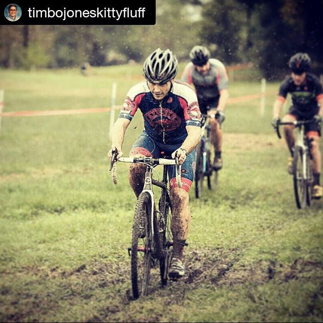 #Repost @timbojoneskittyfluff ・・・ Tomahawk ProSeriesCX SS cutting the mud like butter. Just needed a few more ponies in the legs. Thanks Kenny Lim for the pimp photos. And thanks Kolo Promo and Sugar Cycles for the muddy good time. #timmyteamacw #teamacw #aussiecycleworks #dirtysinglespeeder #carbondrive #velocityusa @kolopromo @kahunaken @sugarcycles #nofilter