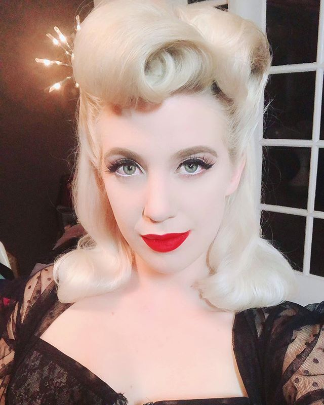 That's a wrap💋🐩 1940s inspired glamour for tonight's shoot with @angelamoralesphoto in the @the_poodle_room