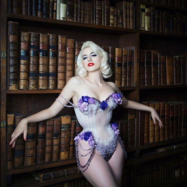 """""""If you go home with somebody, and they don't have books, don't fuck 'em! Don't sleep with people who don't read!"""" - John Waters 💜 📚 #internationalfetishday . 📸 @tigzrice  Corset by @jemcorsets  @conferenceofcorsetry"""