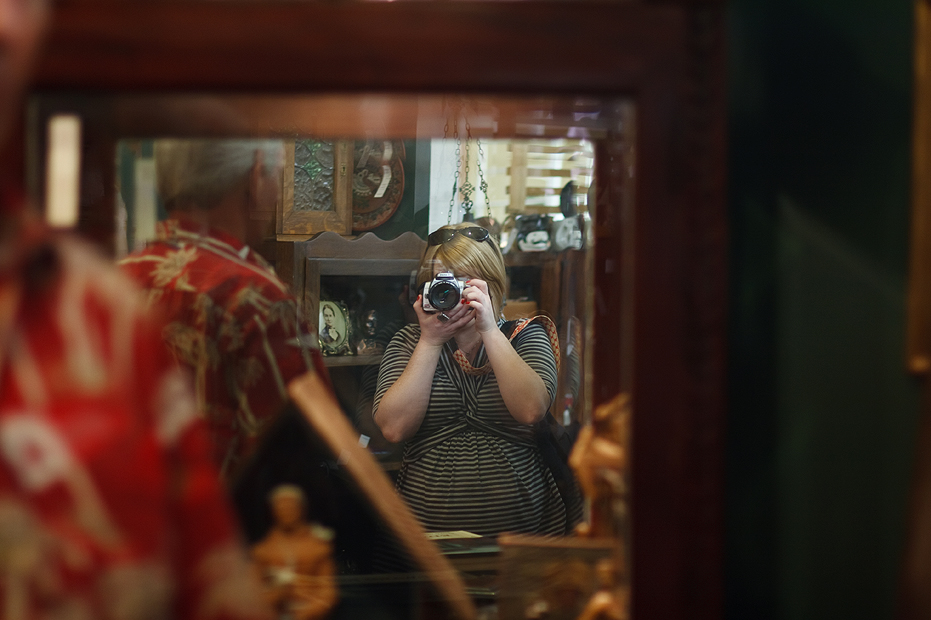 Ellingsen Photography Cheryls Visit Antiquing Reflection