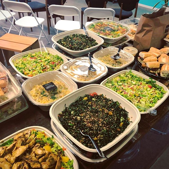 Have you wondered if Jolt drivers set-up the food upon the drop-off? We offer the basic hand-off as you can see on these pics of real orders delivered by Jolt drivers. 💪💁‍♂️💁‍♀️🍕🥗🍔🥙🌮 #wedeliver #joltdelivery #fooddelivery #orderdirect #cateringdelivery