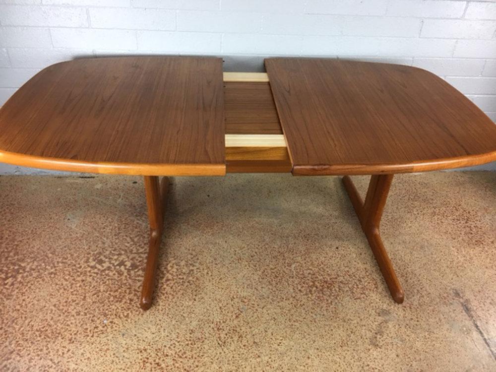 Dyrlund Dining Table In Teak Mid Century Modern Unique