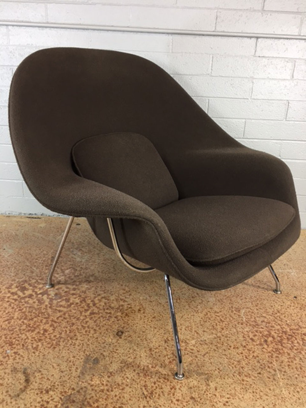 Eero Saarinen Womb Chair By Knoll