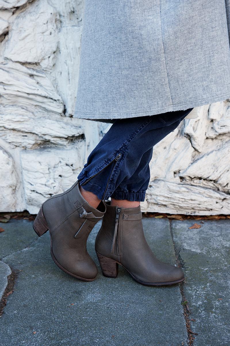 Detail:Humanoid ankle boots, Nili Lotan pants.