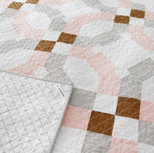 Maker:  Lindsey Neill of Pen + Paper Patterns , photo also courtesy of Lindsey  Pattern:  Vegas Wedding Quilt by Lindsey Neill of Pen + Paper Patterns   Pantograph: Lindsey custom designed by me