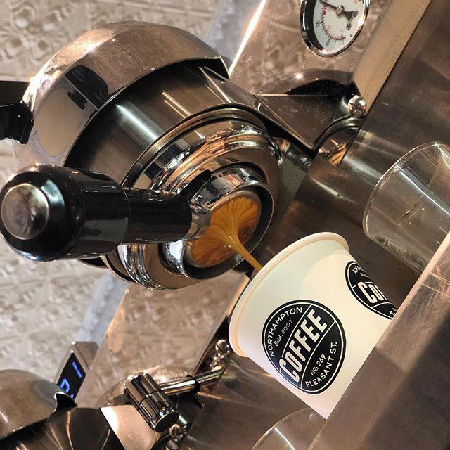 the gold standard ✨ #barringtoncoffee #gold #espresso #synesso #doubleshot #tripleristretto #bestofthebest #talentedstaff photo: @bikobeingfree