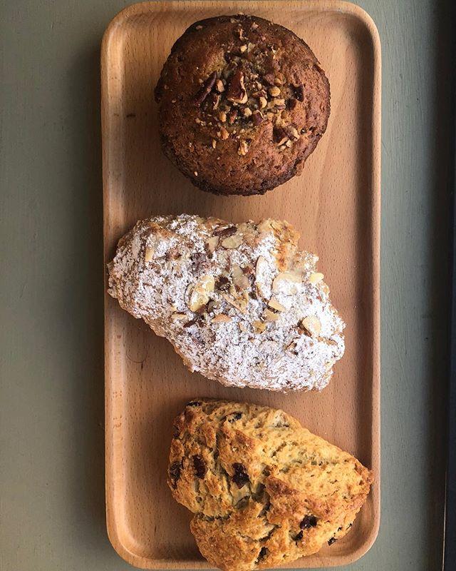 1️⃣golden raisin pecan muffin 2️⃣almond croissant3️⃣orange cranberry scone @tartbakingco making pastry dreams come true✨✨✨✨photo: @bikobeingfree