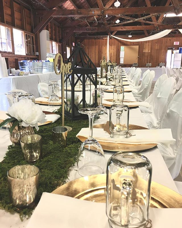 Who knew a 4H camp could look so magical 😍 we had a blast designing and coordinating this beautiful wedding last weekend at #deepcreekmaryland , the perfect mixture of outdoors and class ;)