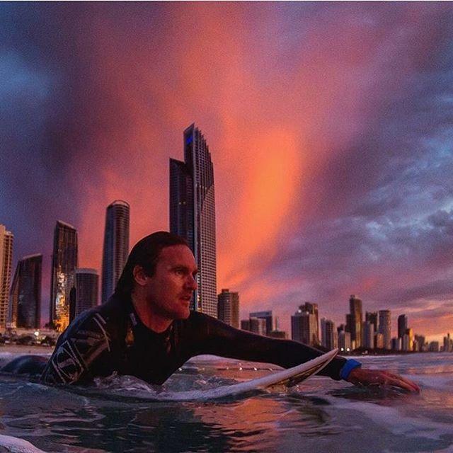 Sunrises on the #goldcoast with @druadler and 📷 guru @juan_medina_jcm #surfersparadise #reducetherisk