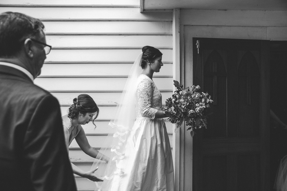 Sarah_McEvoy_wairarapa_wedding_lakeferry_039.jpg