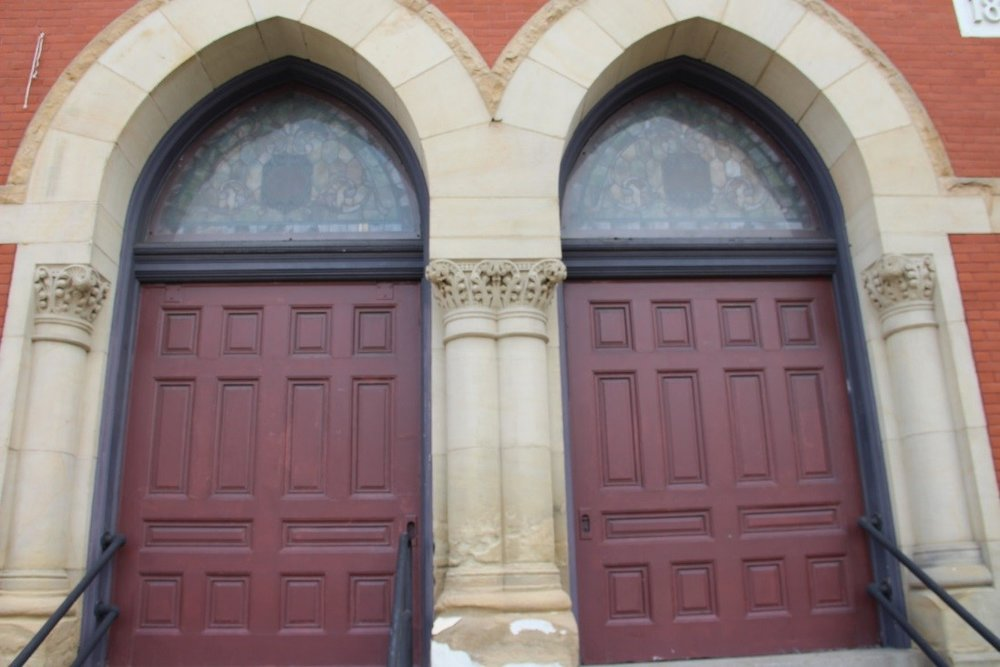 8 View south showing detail of entry door.jpg