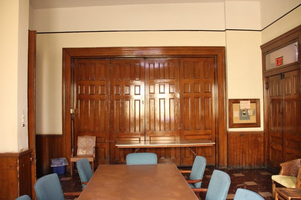 33 View west in 1st floor meeting room (east anteroom) facing doors to central anteroom.jpg